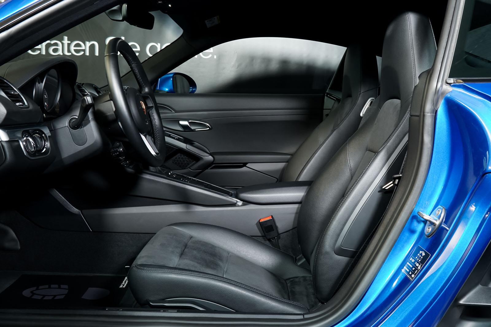 Porsche_Cayman_Blau_Schwarz_POR-0613_7_w