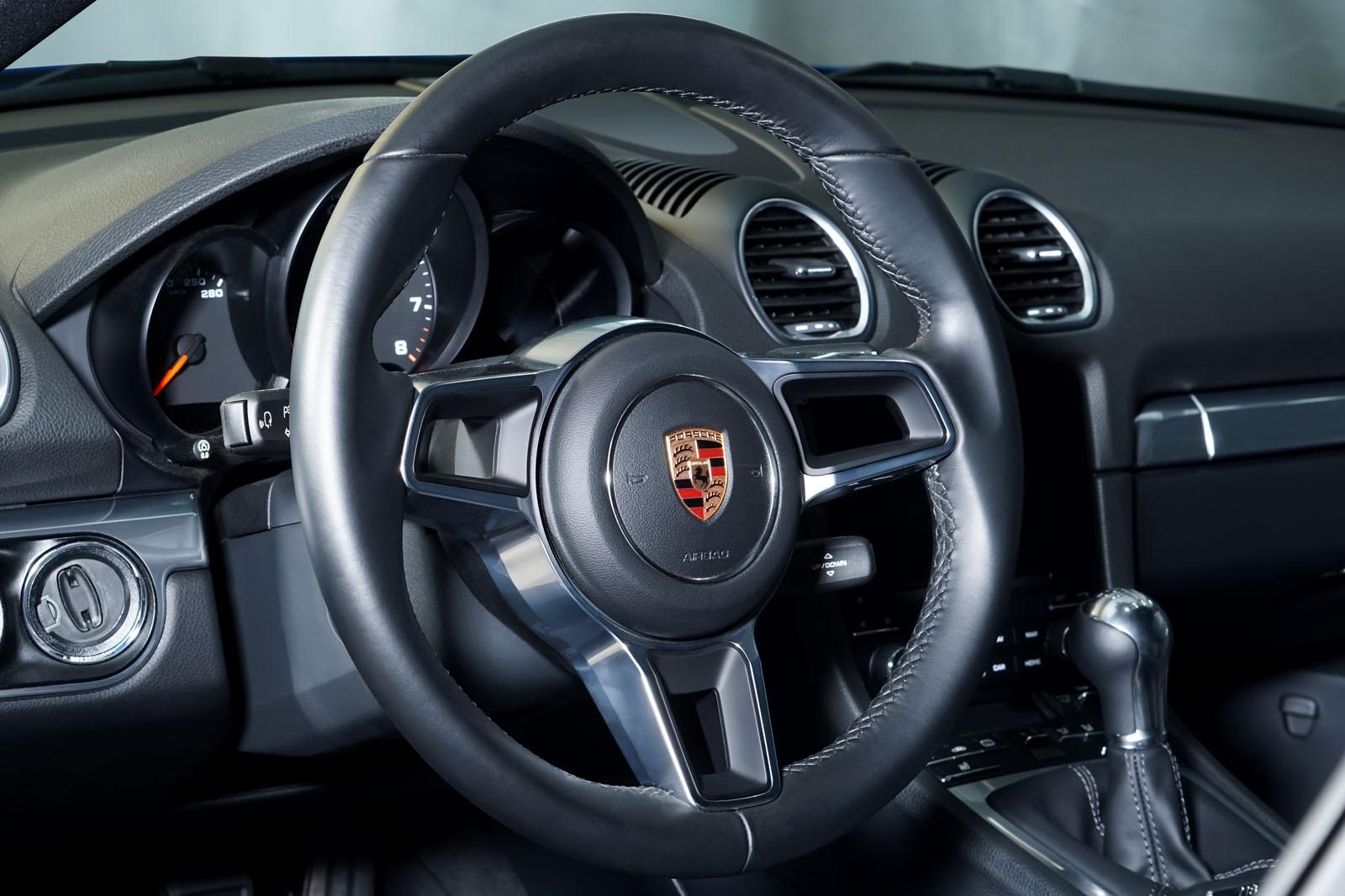 Porsche_Cayman_Blau_Schwarz_POR-0613_8_w