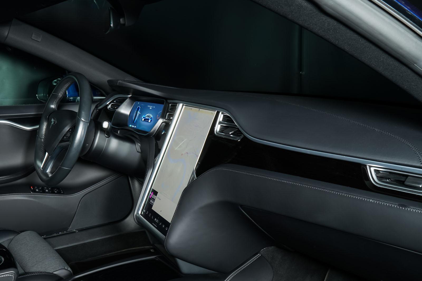 Tesla_ModelS_75RWD_Blau_Schwarz_TES-5563_14_w