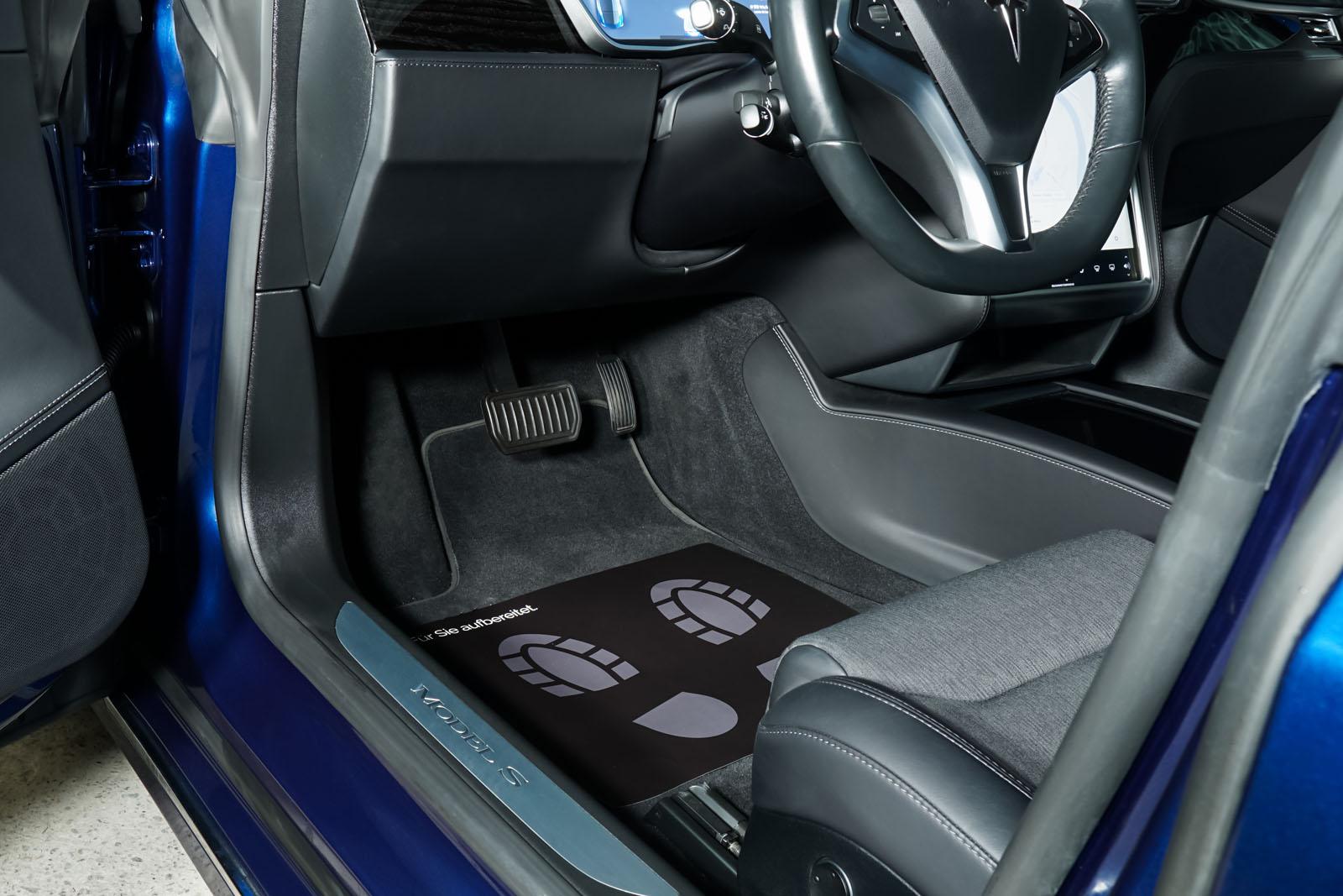 Tesla_ModelS_75RWD_Blau_Schwarz_TES-5563_7_w