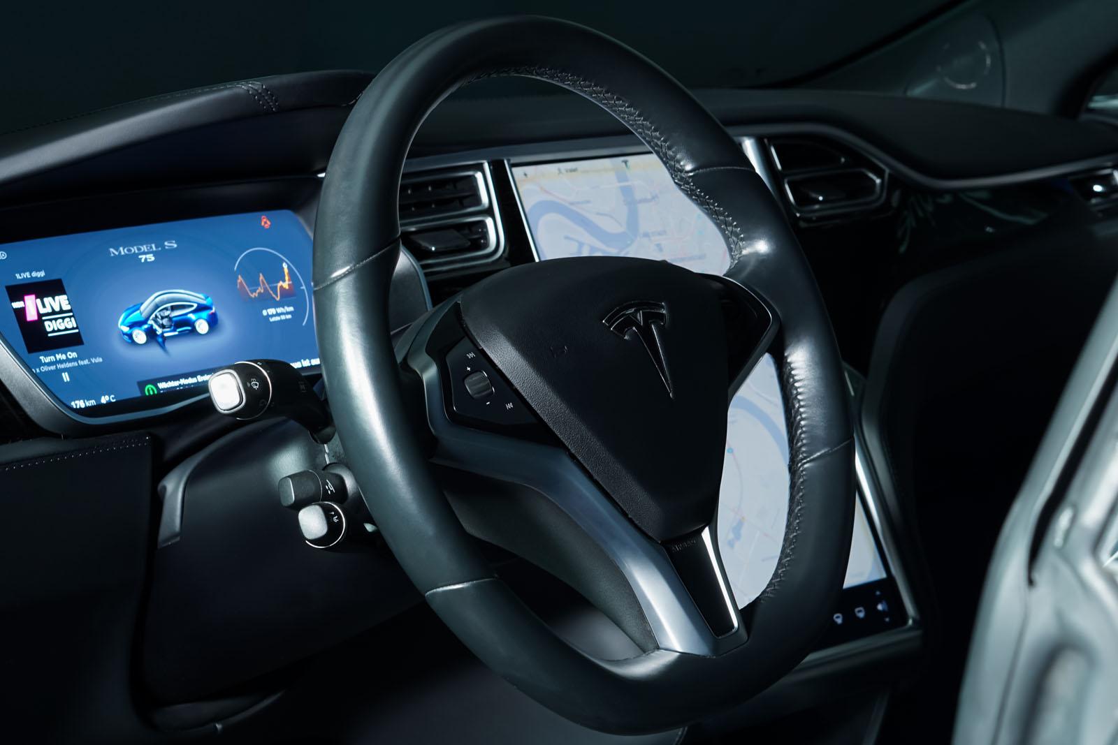 Tesla_ModelS_75RWD_Blau_Schwarz_TES-5563_9_w
