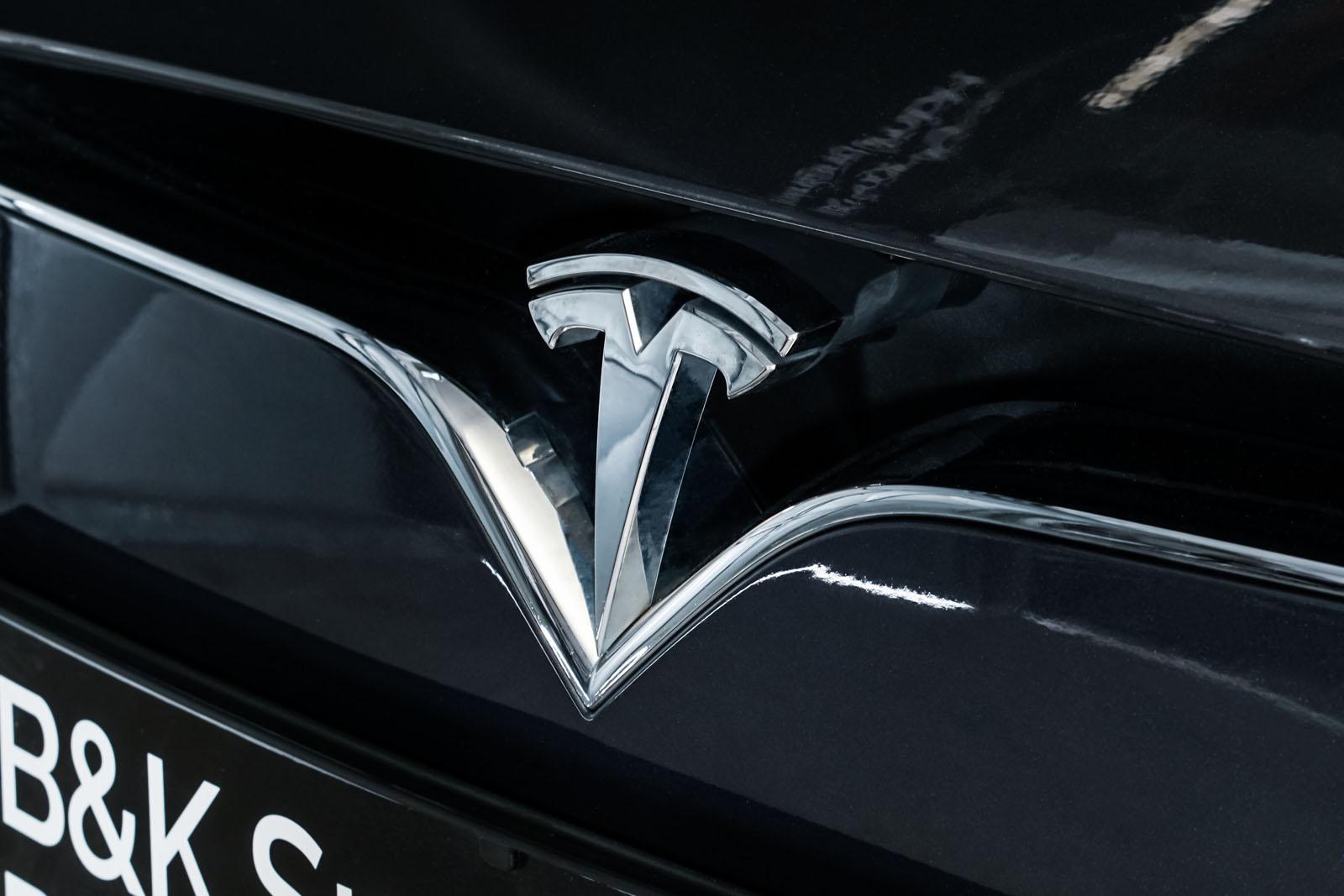 Tesla_Model_S_SilverShadow_Weiss_TES-2943_12_w