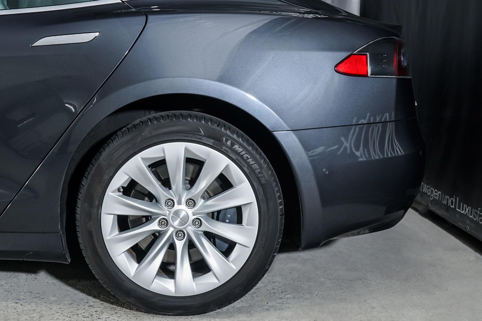 Tesla_Model_S_SilverShadow_Weiss_TES-2943_4_w