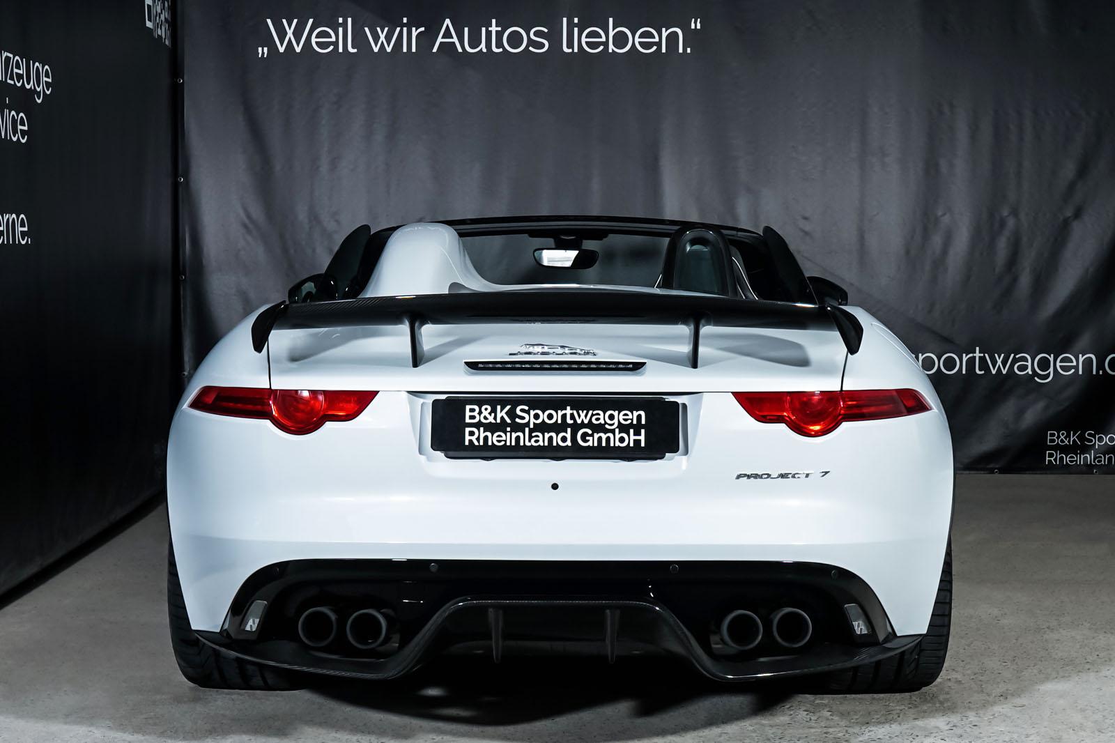 Jaguar_Project7_Weiss_Schwarz_JAG-0829_29_w