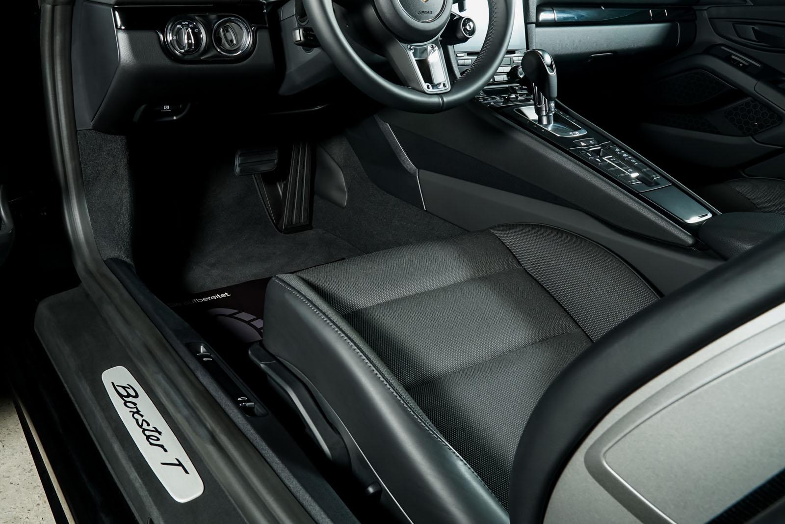Porsche_718_BoxsterT_Schwarz_Schwarz_POR-1718_8_w
