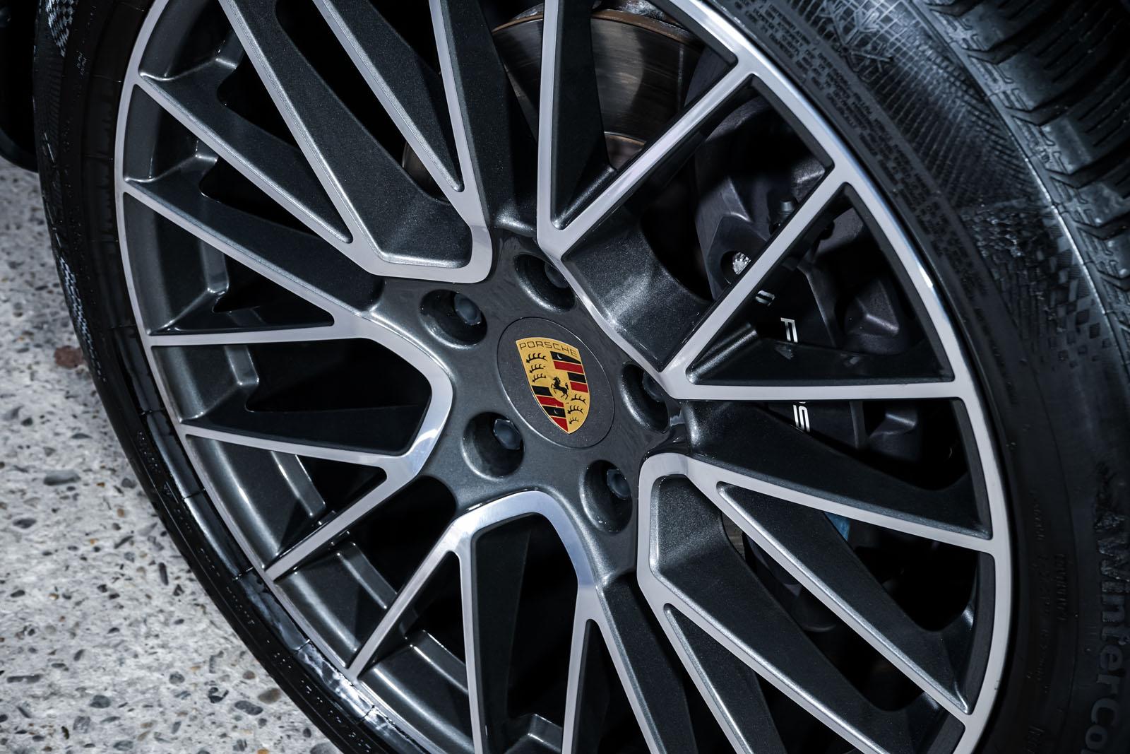 Porsche_Cayenne_Weiß_Schwarz_POR-0208_11_w