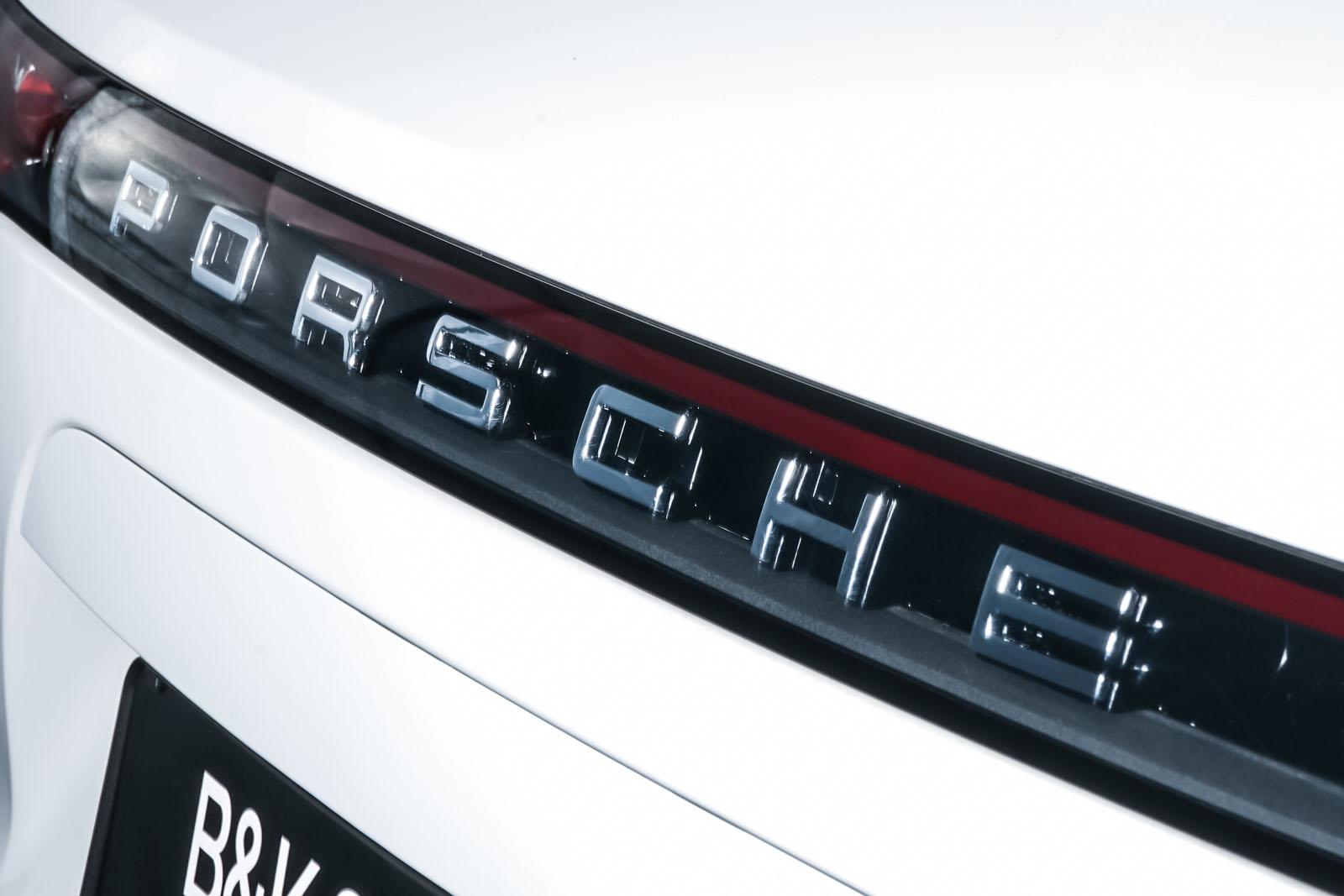 Porsche_Cayenne_Weiß_Schwarz_POR-0208_20_w