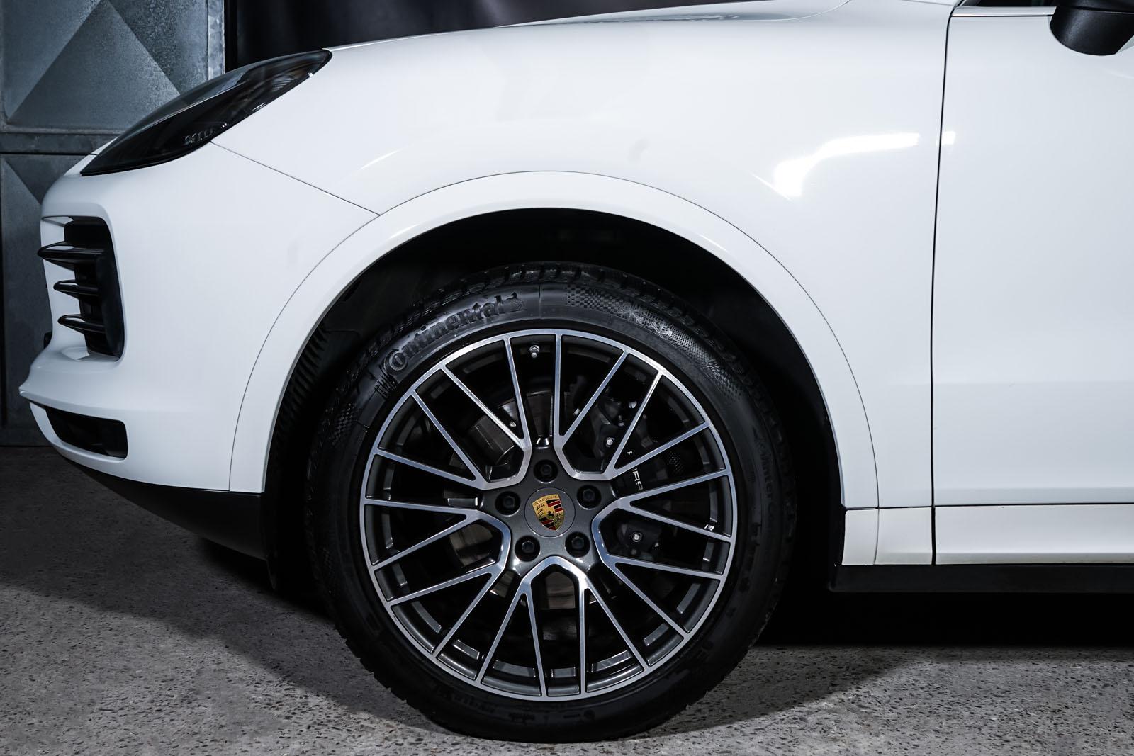 Porsche_Cayenne_Weiß_Schwarz_POR-0208_3_w