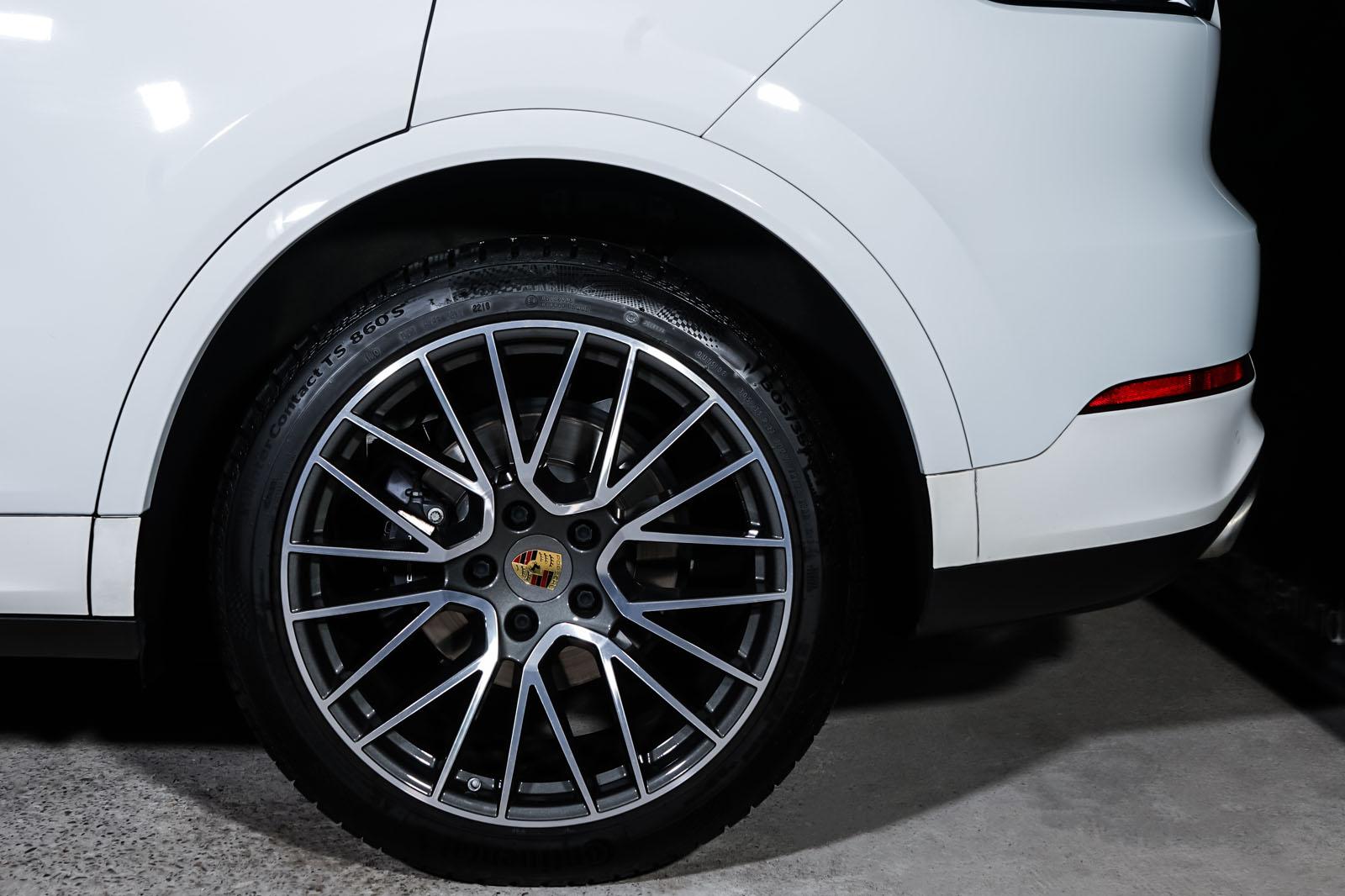 Porsche_Cayenne_Weiß_Schwarz_POR-0208_4_w