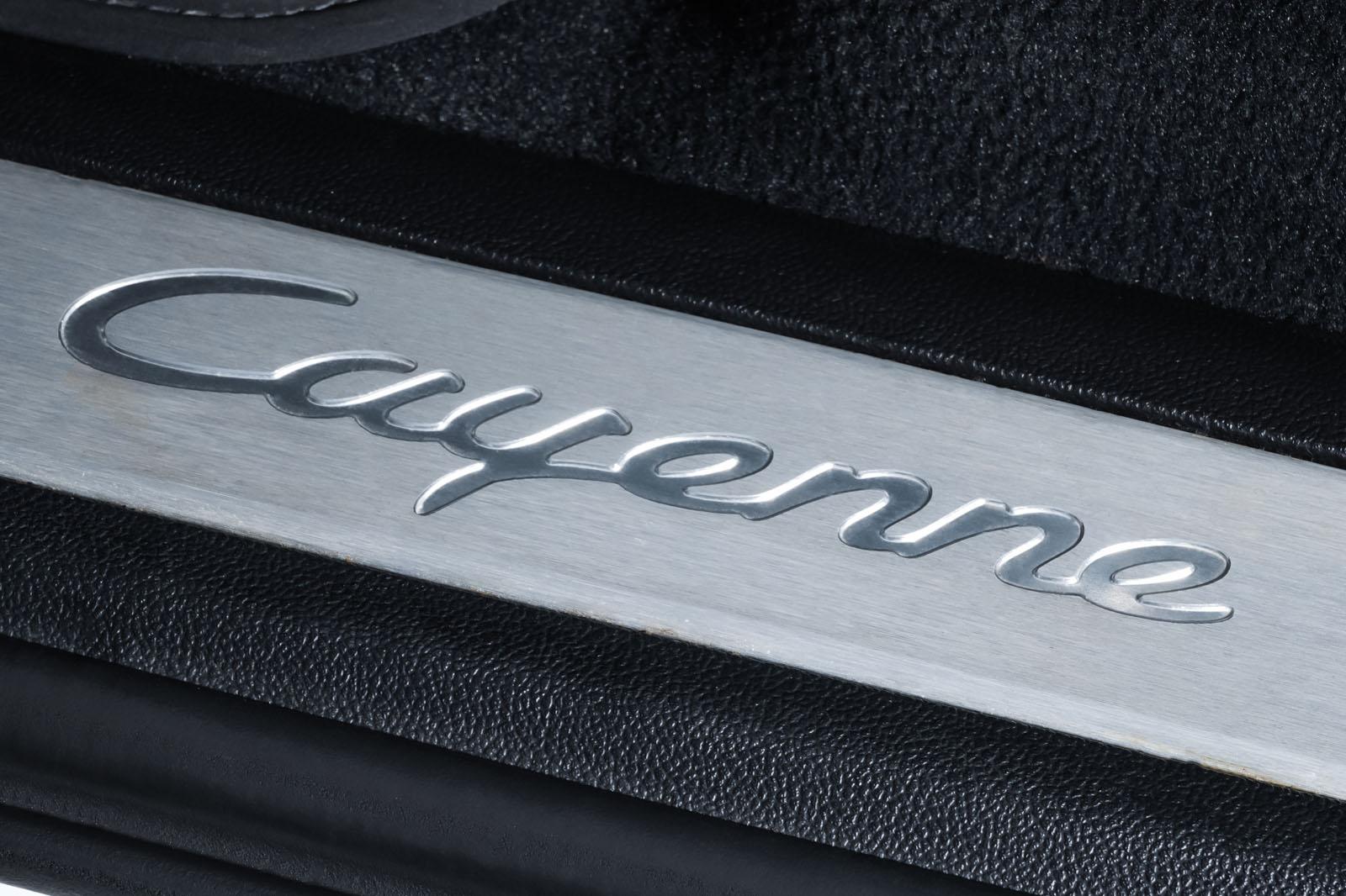 Porsche_Cayenne_Weiß_Schwarz_POR-0208_9_w