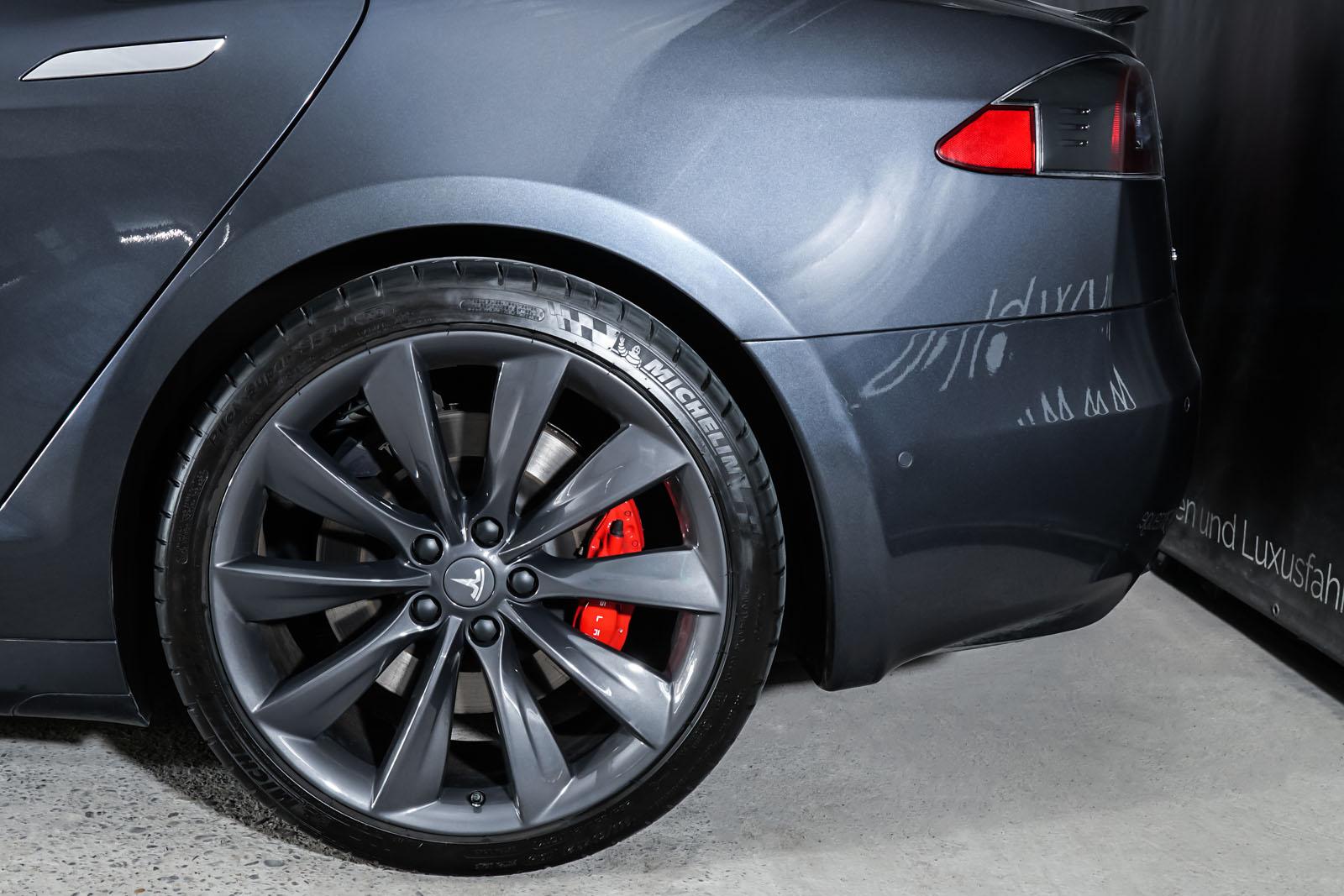 Tesla_ModelS_P100D_MidnightSilver_Black_TES-6539_4_w