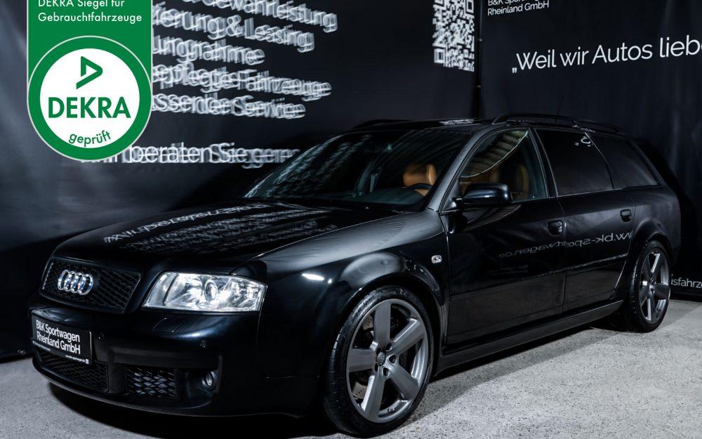 Audi_RS6_Plus_Ebonyschwarz_Braun_AUDI-9055_Plakette_w