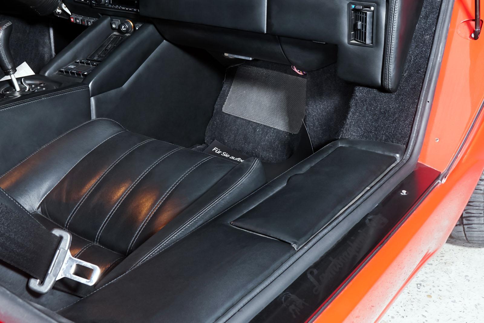 Lamborghini_Countach_Rot_Schwarz_LAM-2811_18_w