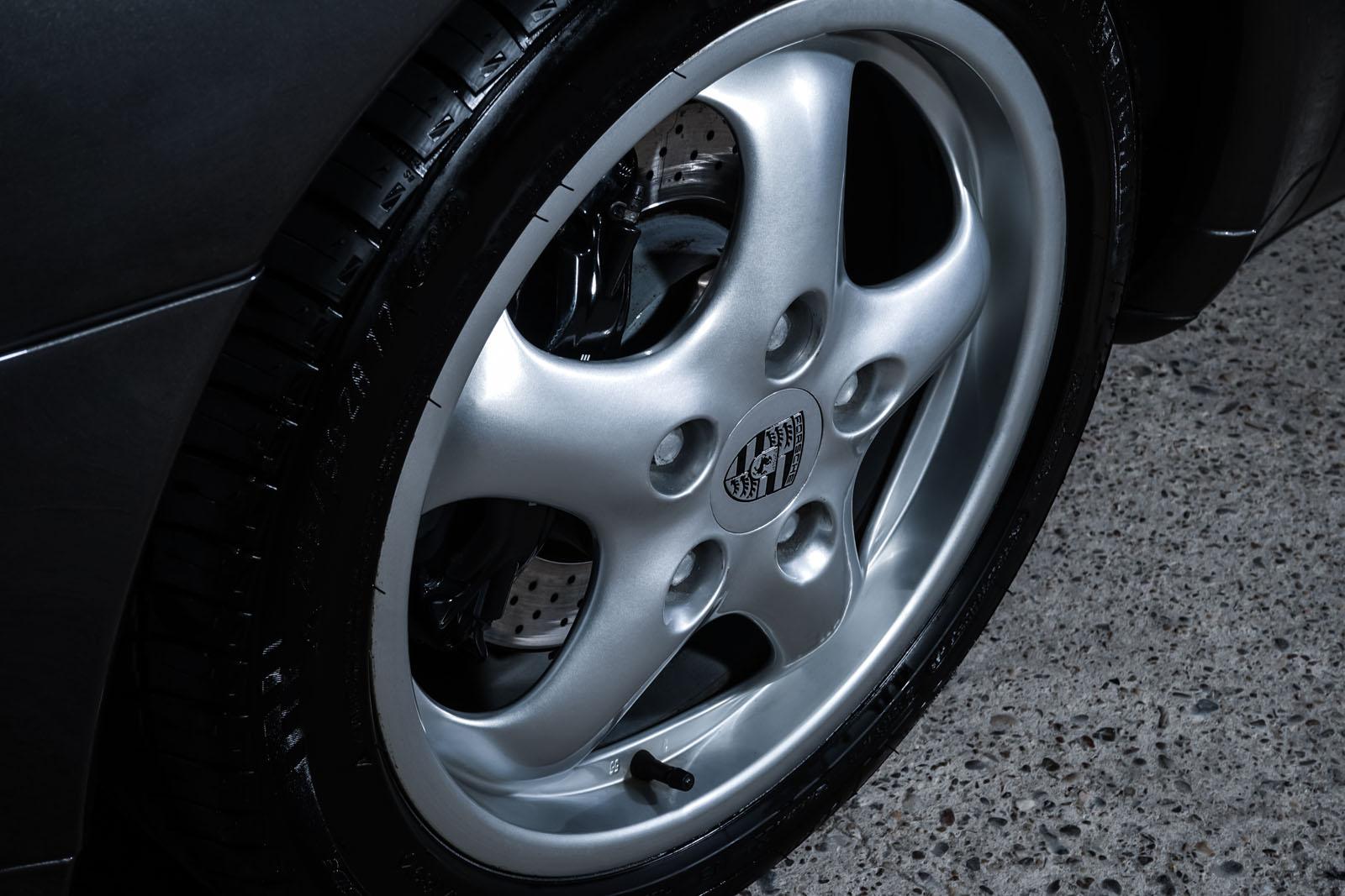 Porsche_993_Carrera_Cabrio_Grau_Schwarz_POR-2375_11_w