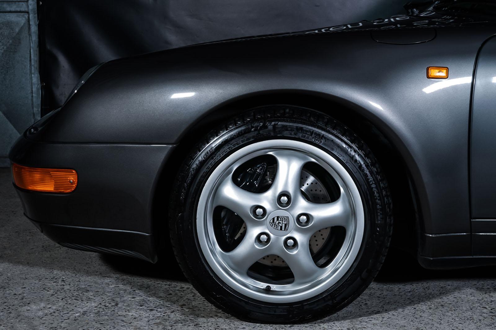 Porsche_993_Carrera_Cabrio_Grau_Schwarz_POR-2375_3_w