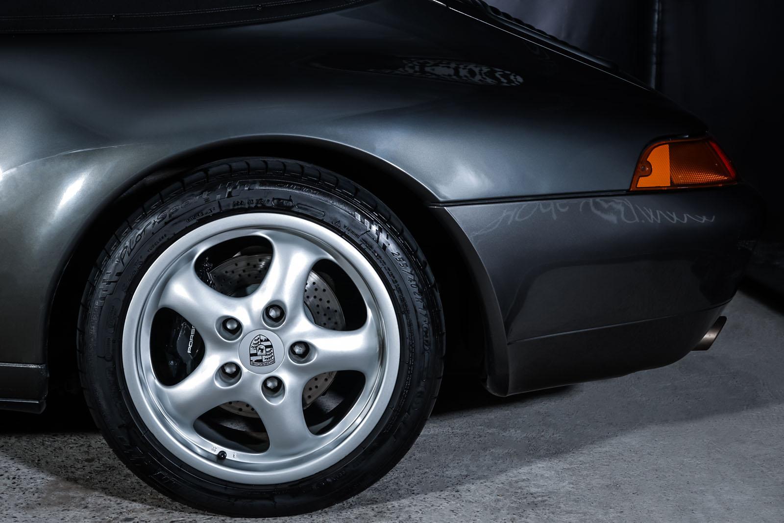 Porsche_993_Carrera_Cabrio_Grau_Schwarz_POR-2375_4_w