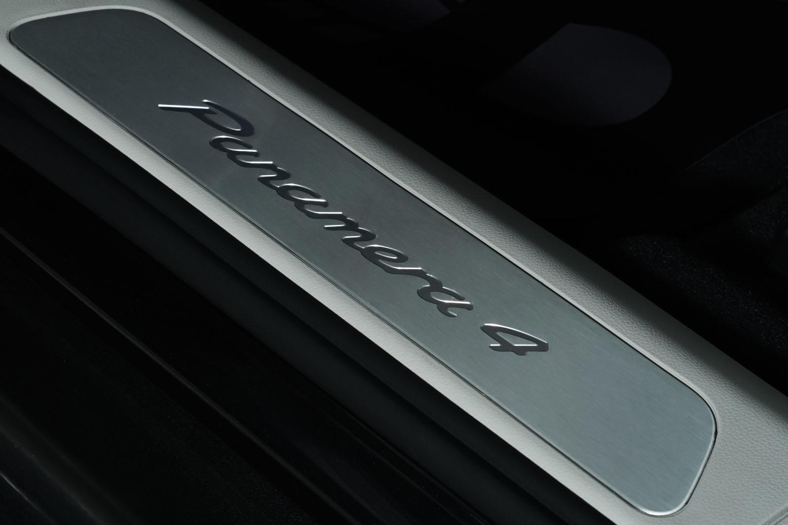 Porsche_Panamera4_SportTurismo_Grau_Weißgrau_POR-0979_11_w
