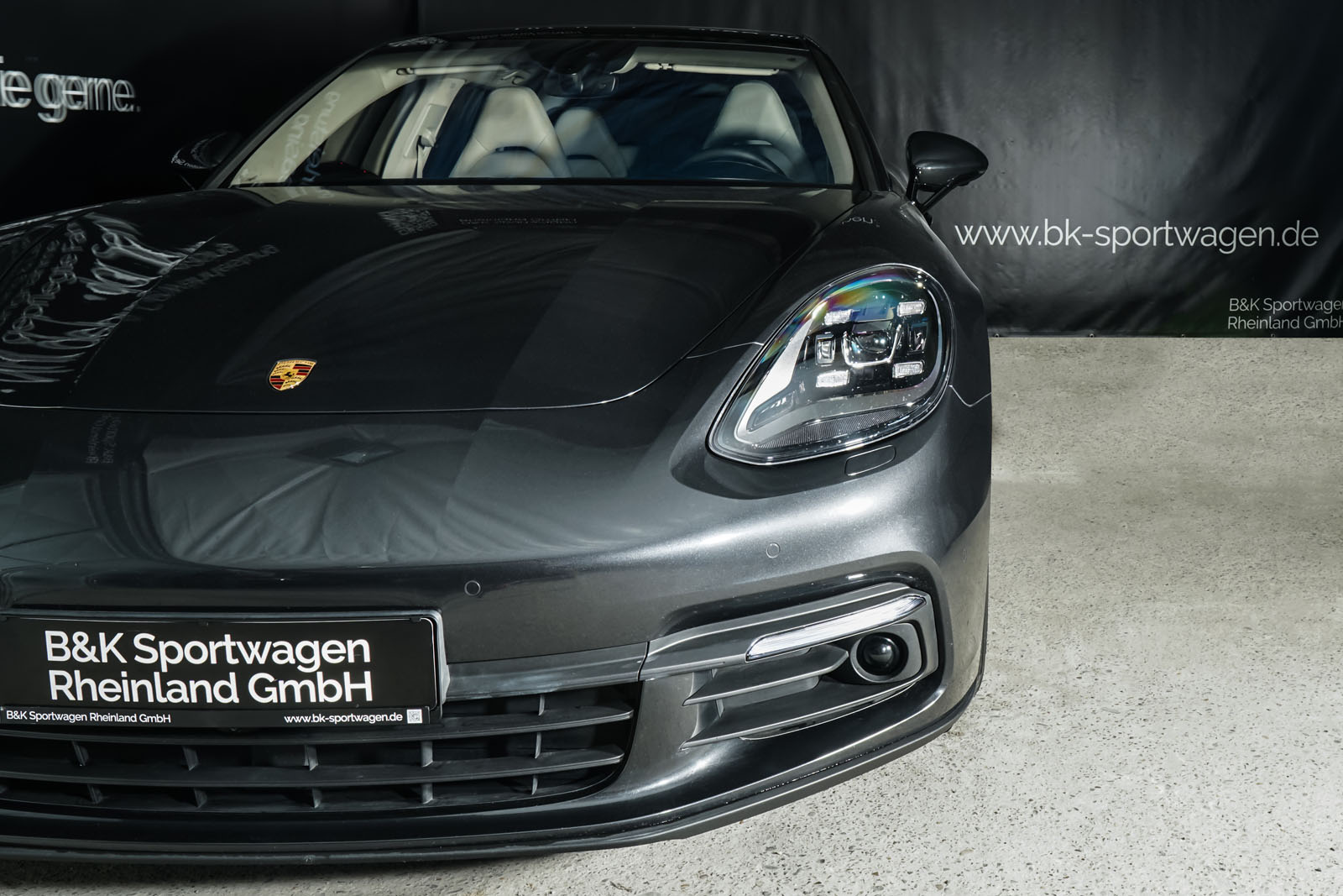 Porsche_Panamera4_SportTurismo_Grau_Weißgrau_POR-0979_13_w
