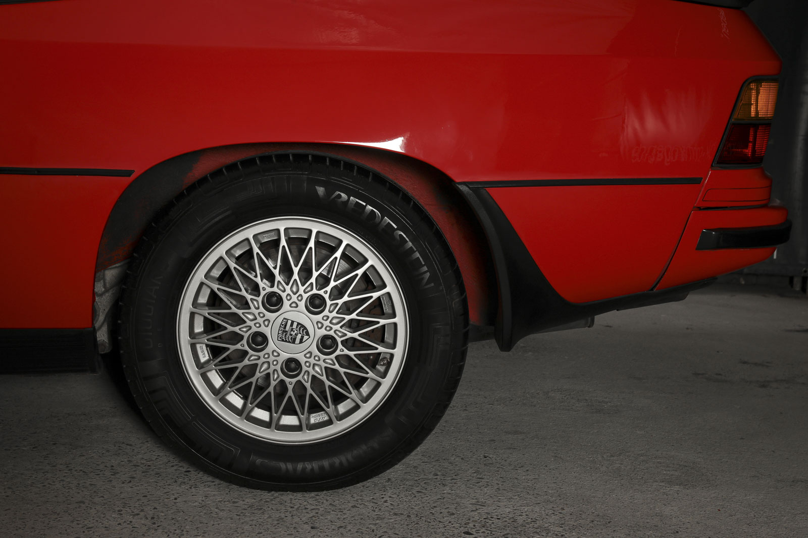 porsche_924_turbo_red_black_por-1346_08