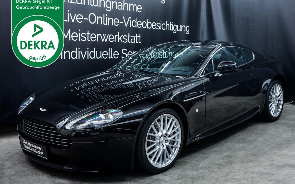 AstonMartin_V8_Vantage_Black_Black_AM-5679_Plakette_w
