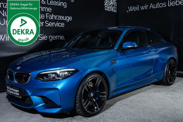 BMW_M2_Blau_Schwarz_BMW-7953_Plakette_w