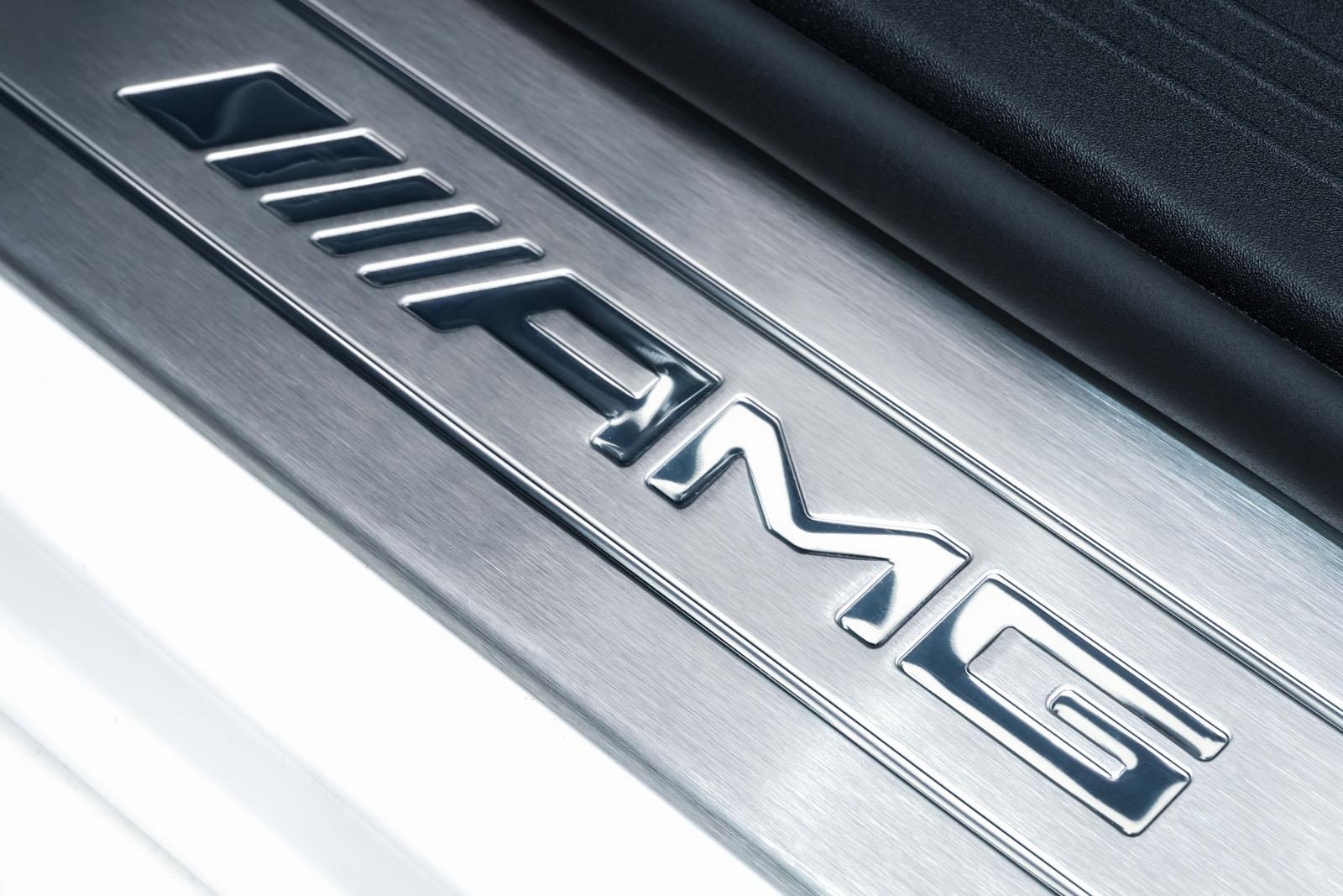 11Mercedes_Benz_AMG_GT_Roadster_Weiss_Schwarz_MB-9710_11_w