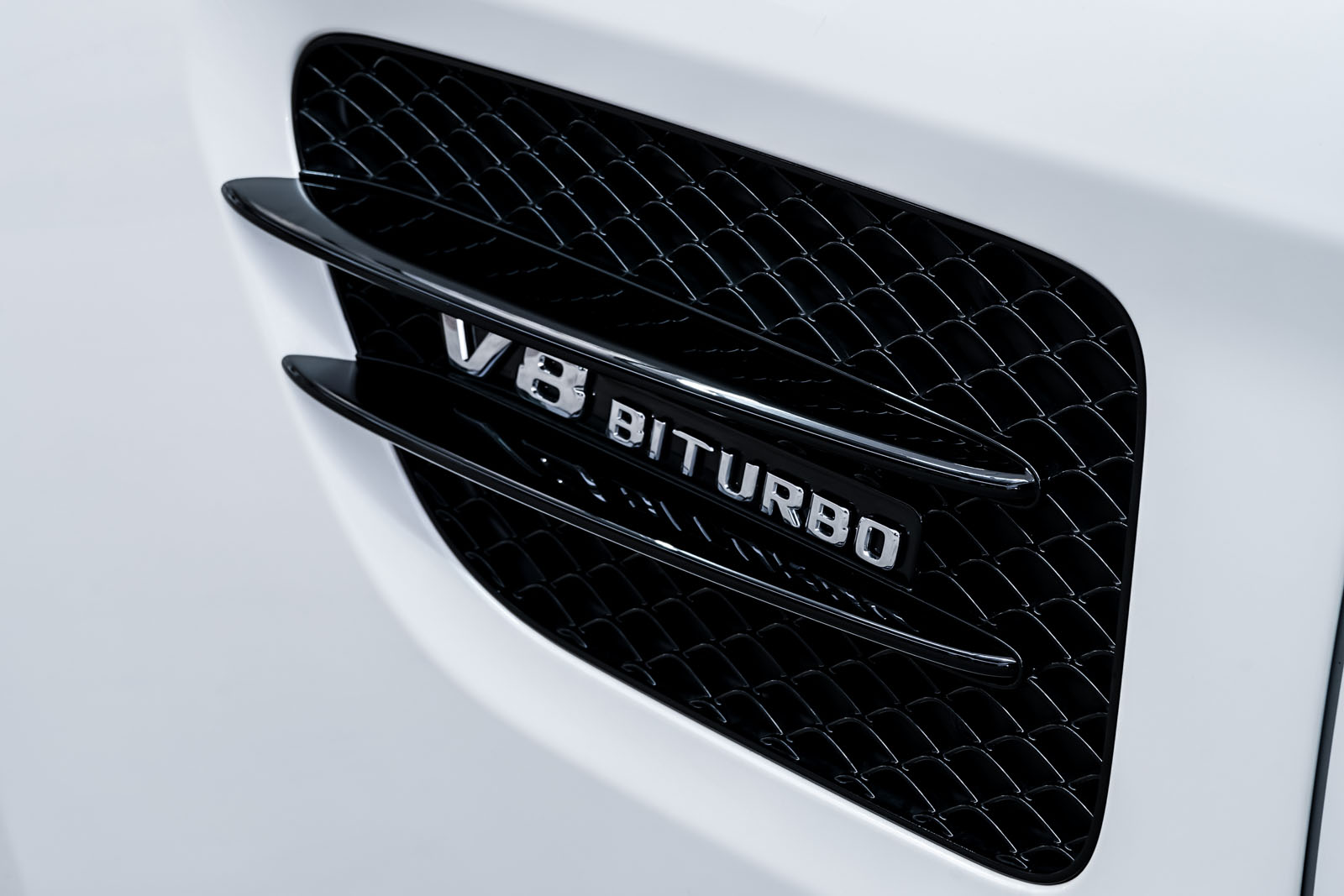 11Mercedes_Benz_AMG_GT_Roadster_Weiss_Schwarz_MB-9710_13_w