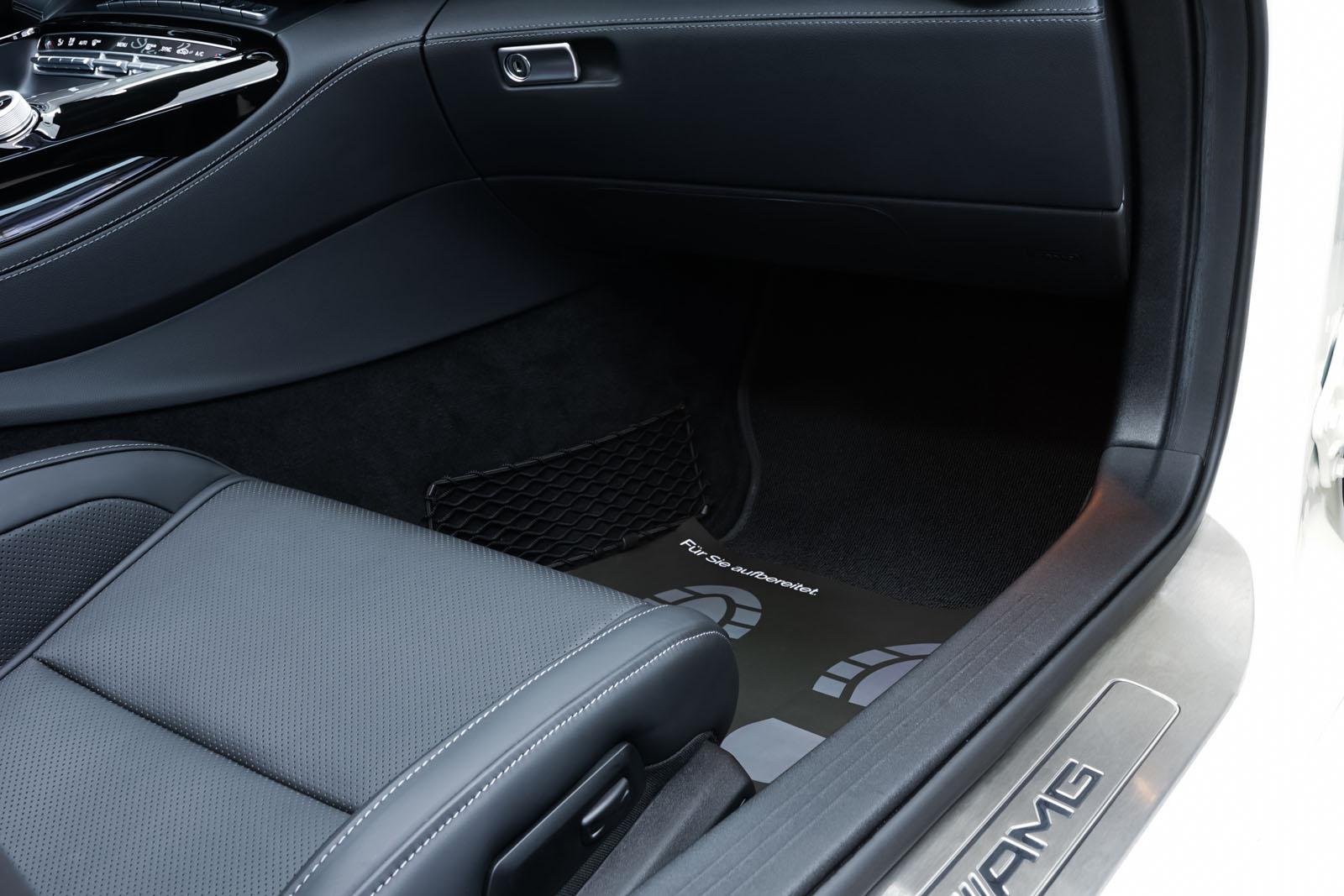 11Mercedes_Benz_AMG_GT_Roadster_Weiss_Schwarz_MB-9710_17_w