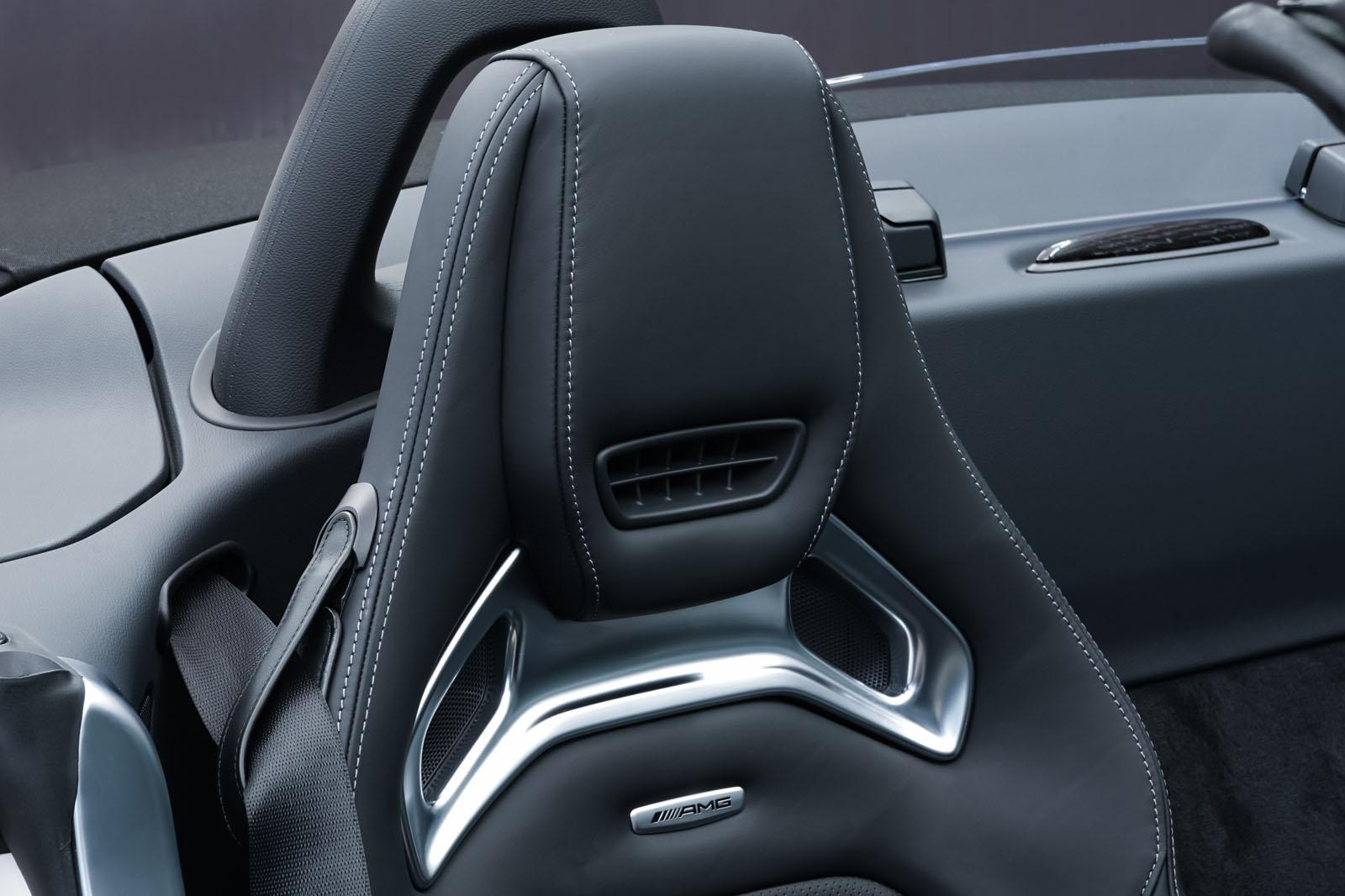 11Mercedes_Benz_AMG_GT_Roadster_Weiss_Schwarz_MB-9710_18_w