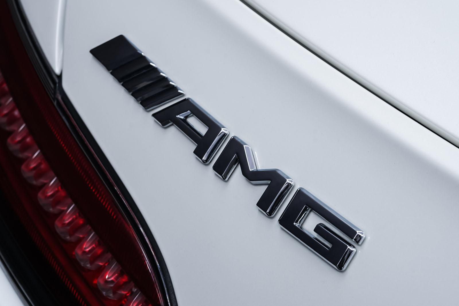 11Mercedes_Benz_AMG_GT_Roadster_Weiss_Schwarz_MB-9710_25_w