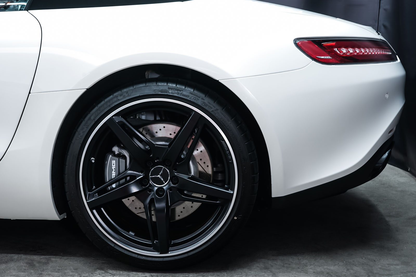 11Mercedes_Benz_AMG_GT_Roadster_Weiss_Schwarz_MB-9710_4_w