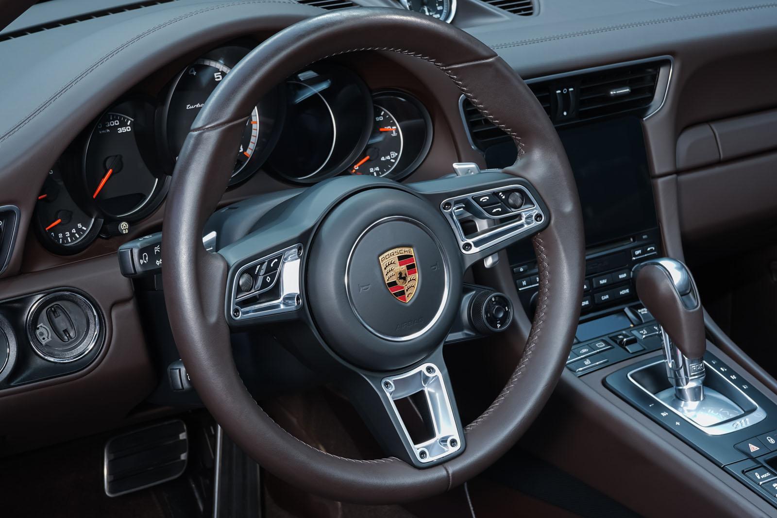 Porsche_991_TurboS_Cabrio_Schwarz_Braun_POR-9733_12_w