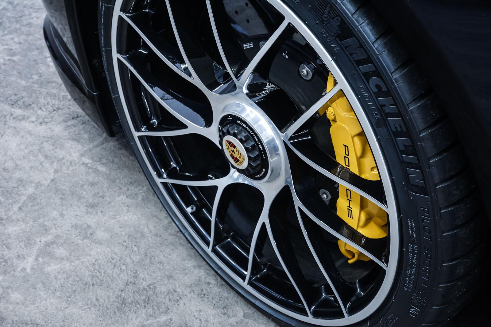 Porsche_991_TurboS_Cabrio_Schwarz_Braun_POR-9733_13_w
