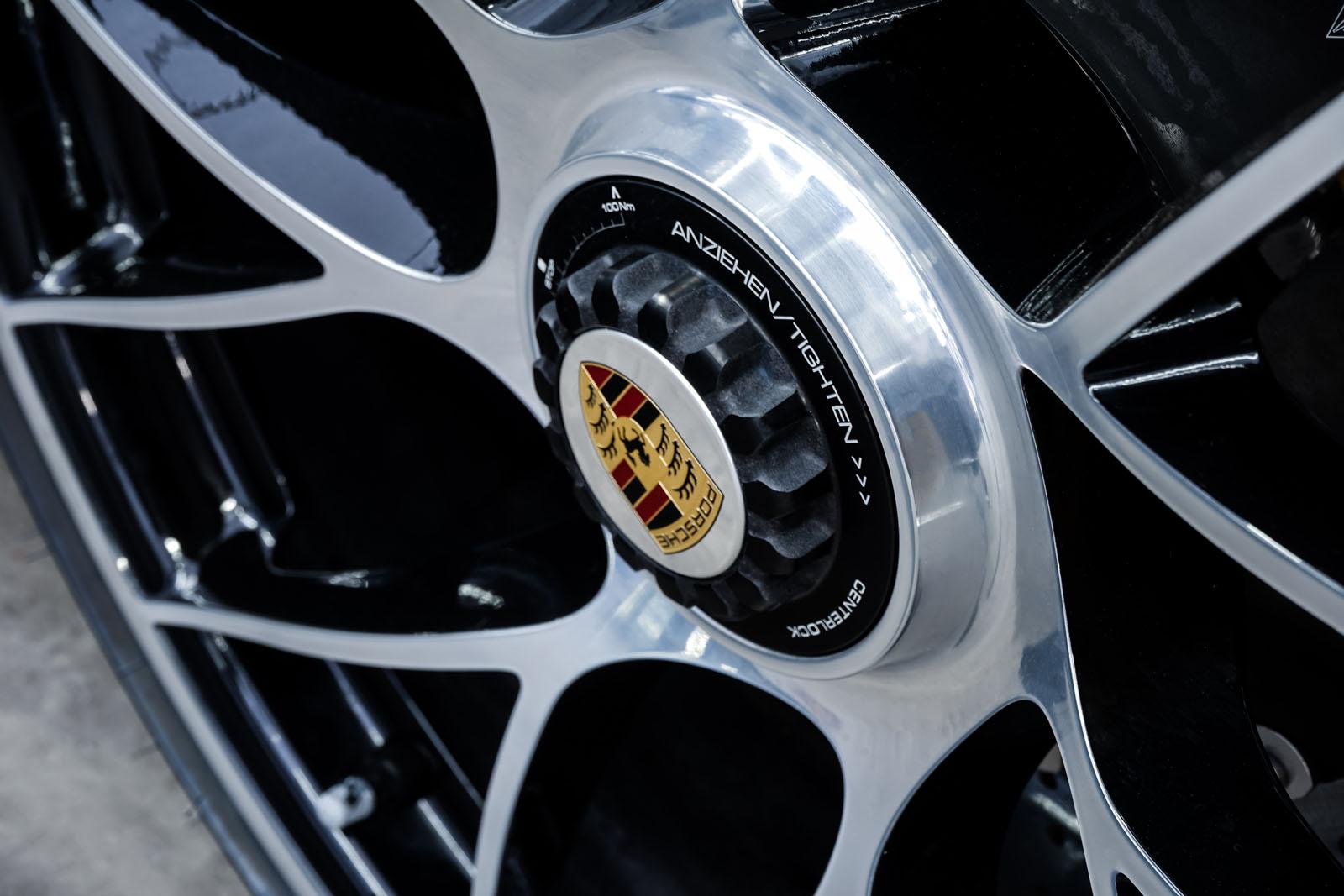 Porsche_991_TurboS_Cabrio_Schwarz_Braun_POR-9733_14_w