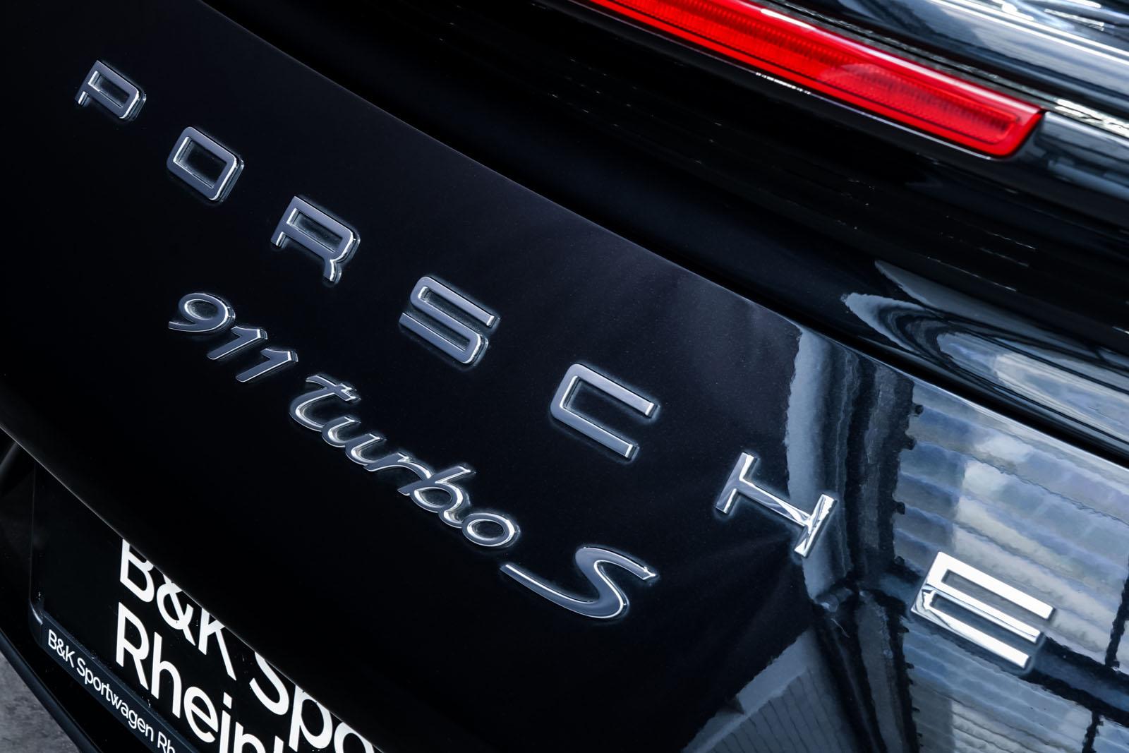 Porsche_991_TurboS_Cabrio_Schwarz_Braun_POR-9733_26_w