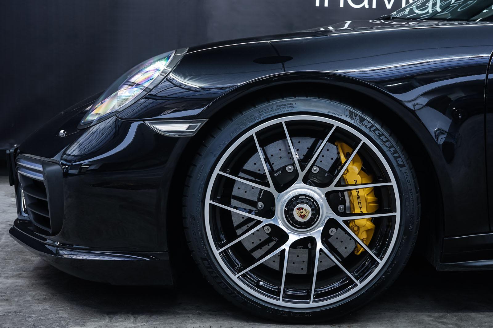 Porsche_991_TurboS_Cabrio_Schwarz_Braun_POR-9733_3_w
