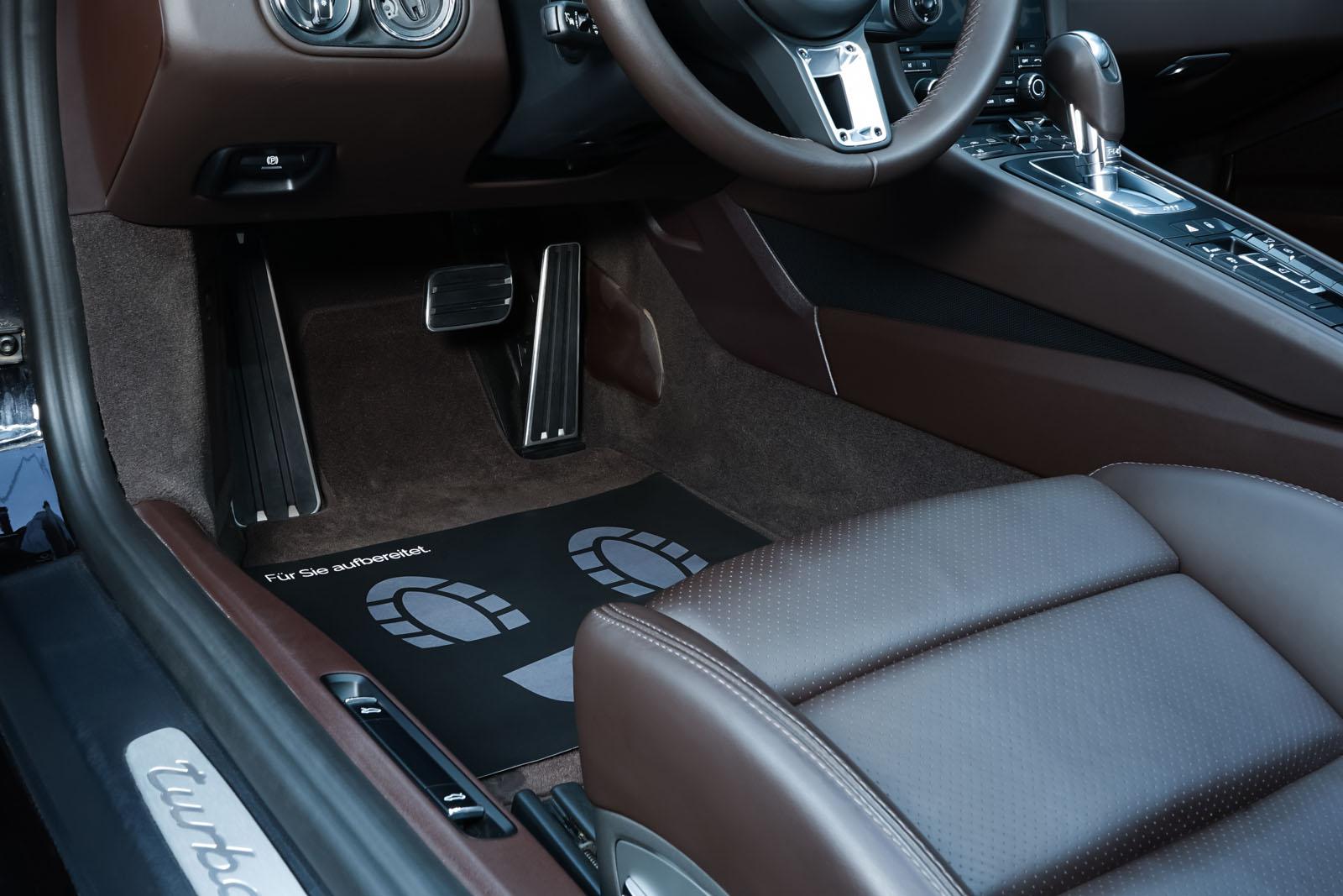 Porsche_991_TurboS_Cabrio_Schwarz_Braun_POR-9733_9_w