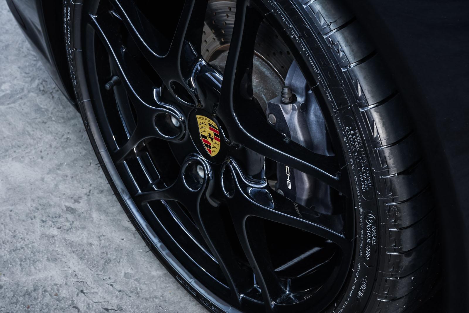 Porsche_997_C2_Schwarz_Schwarz_POR-3384_11_w