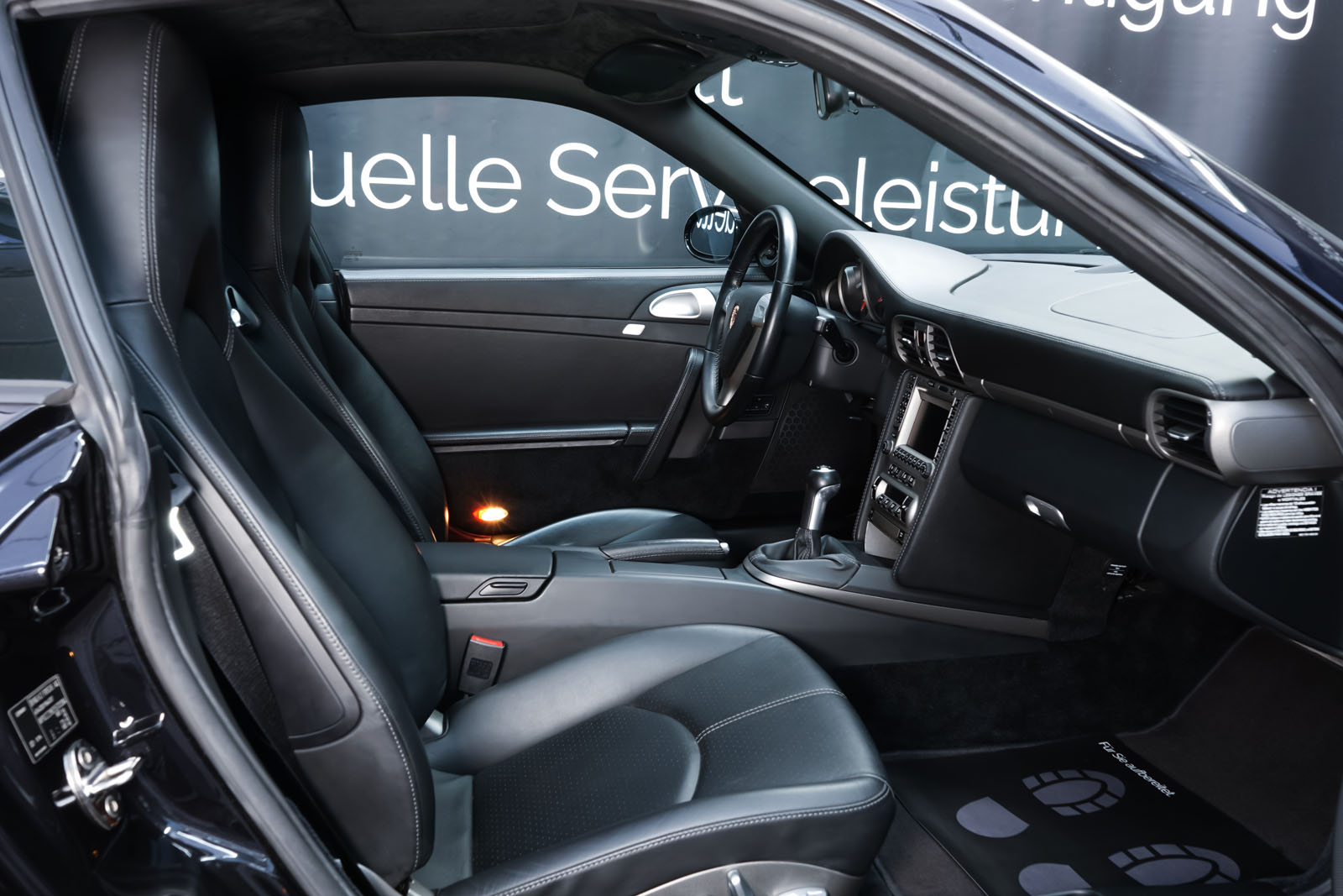 Porsche_997_C2_Schwarz_Schwarz_POR-3384_16_w