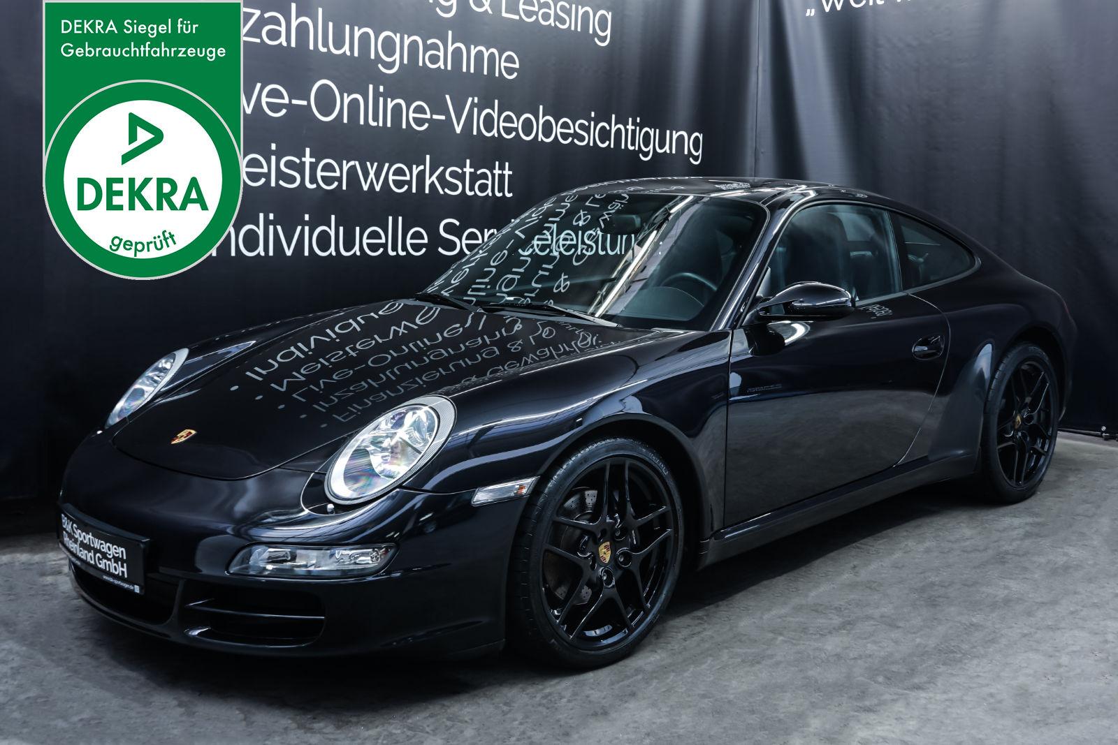 Porsche_997_C2_Schwarz_Schwarz_POR-3384_Plakette_w