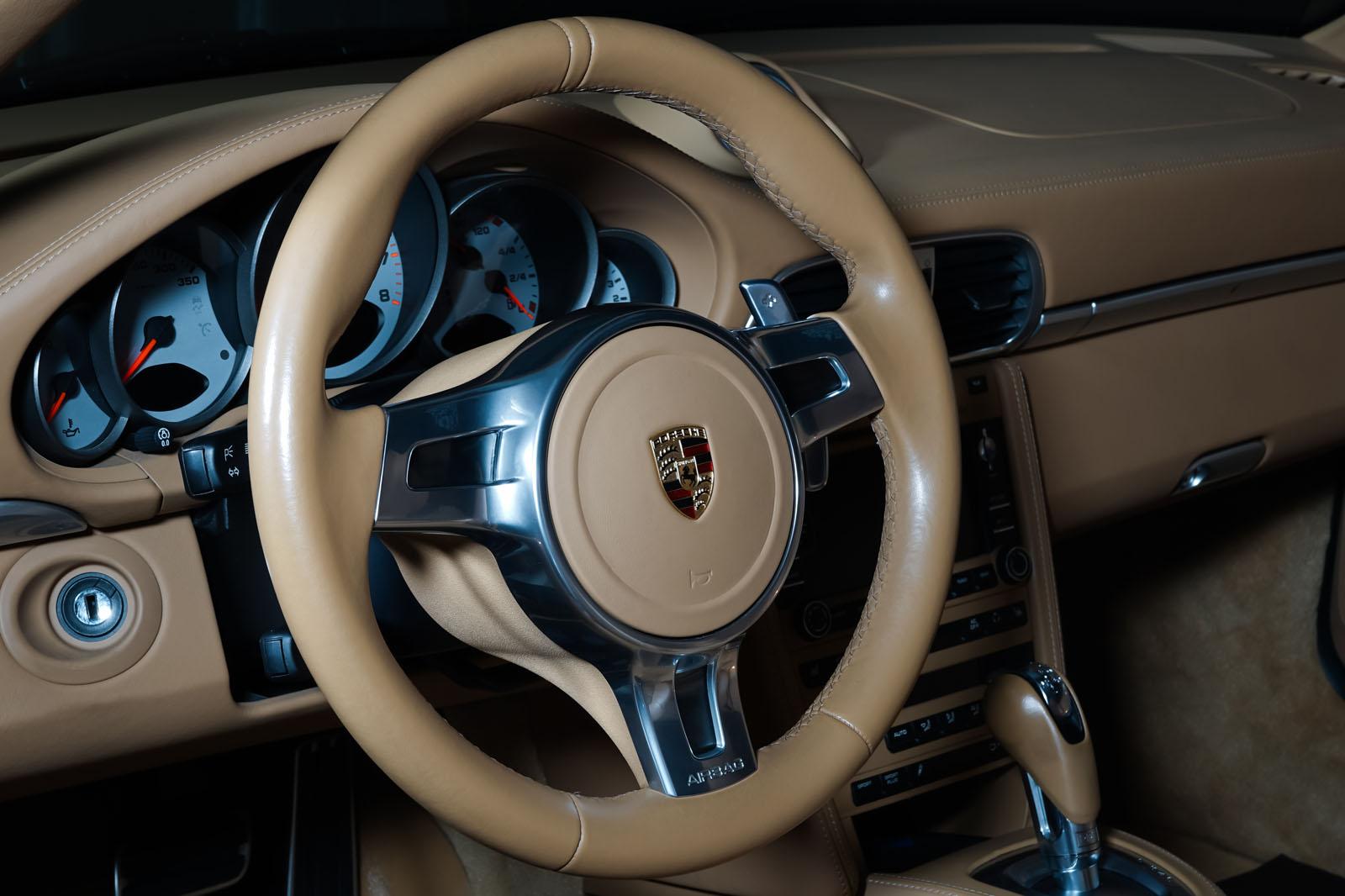 Porsche_997_TurboS_Cabrio_Schwarz_Beige_POR-0260_10_w