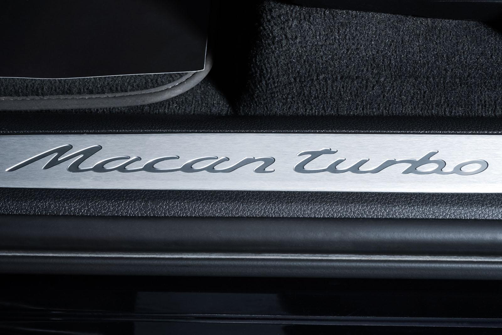 Porsche_Macan_TurboS_Schwarz_Schwarz_POR-2871_10_w