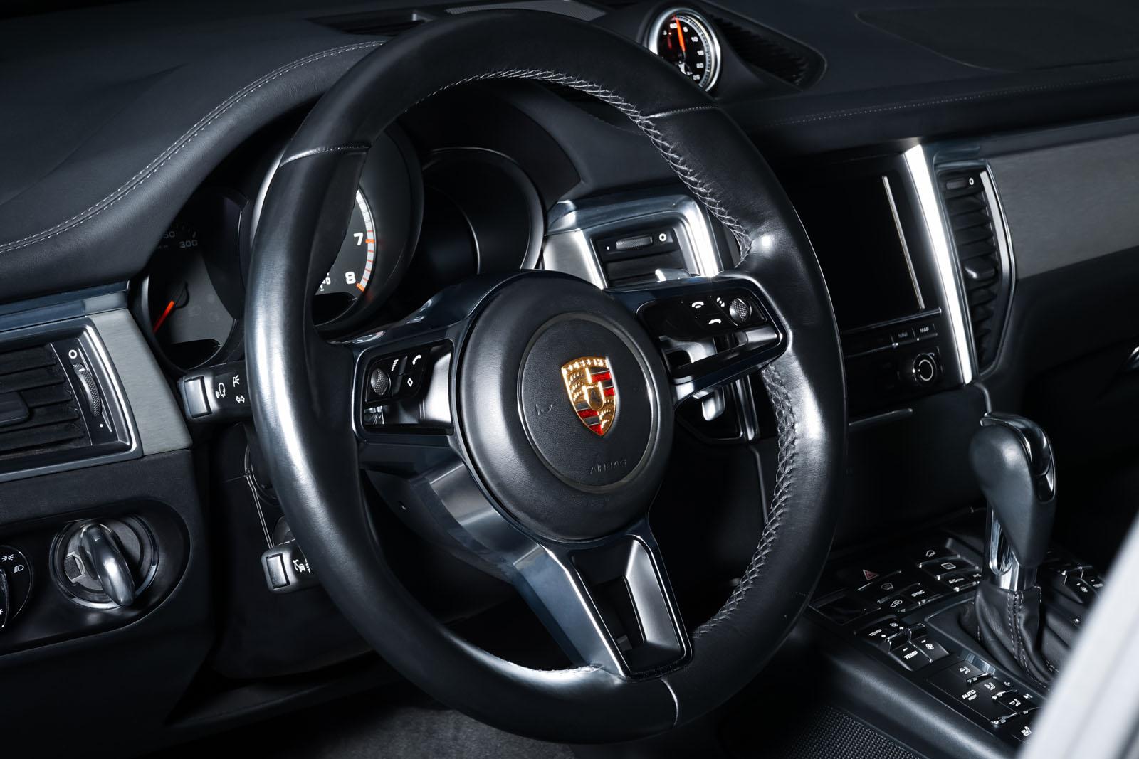 Porsche_Macan_TurboS_Schwarz_Schwarz_POR-2871_11_w