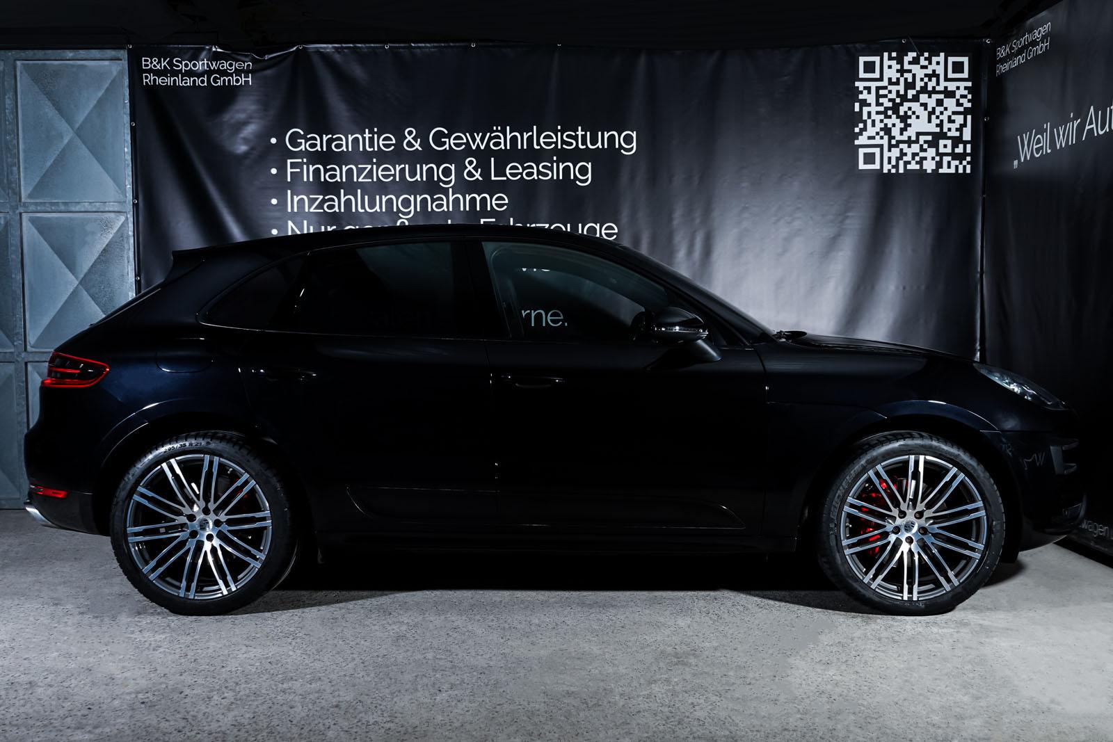 Porsche_Macan_TurboS_Schwarz_Schwarz_POR-2871_15_w
