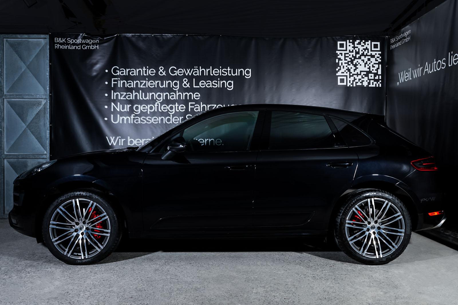 Porsche_Macan_TurboS_Schwarz_Schwarz_POR-2871_5_w