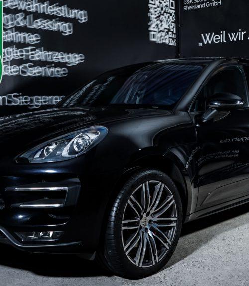 Porsche_Macan_TurboS_Schwarz_Schwarz_POR-2871_Plakette_w