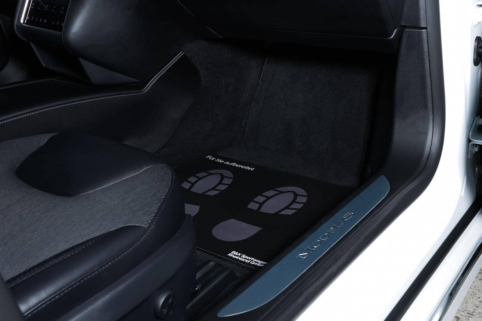 Tesla_ModelS_90D_Weiß_Schwarz_TES-0714_18_w