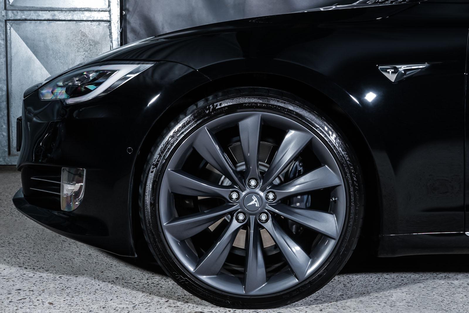 Tesla_ModelS_Schwarz_Schwarz_TES-6166_3_w