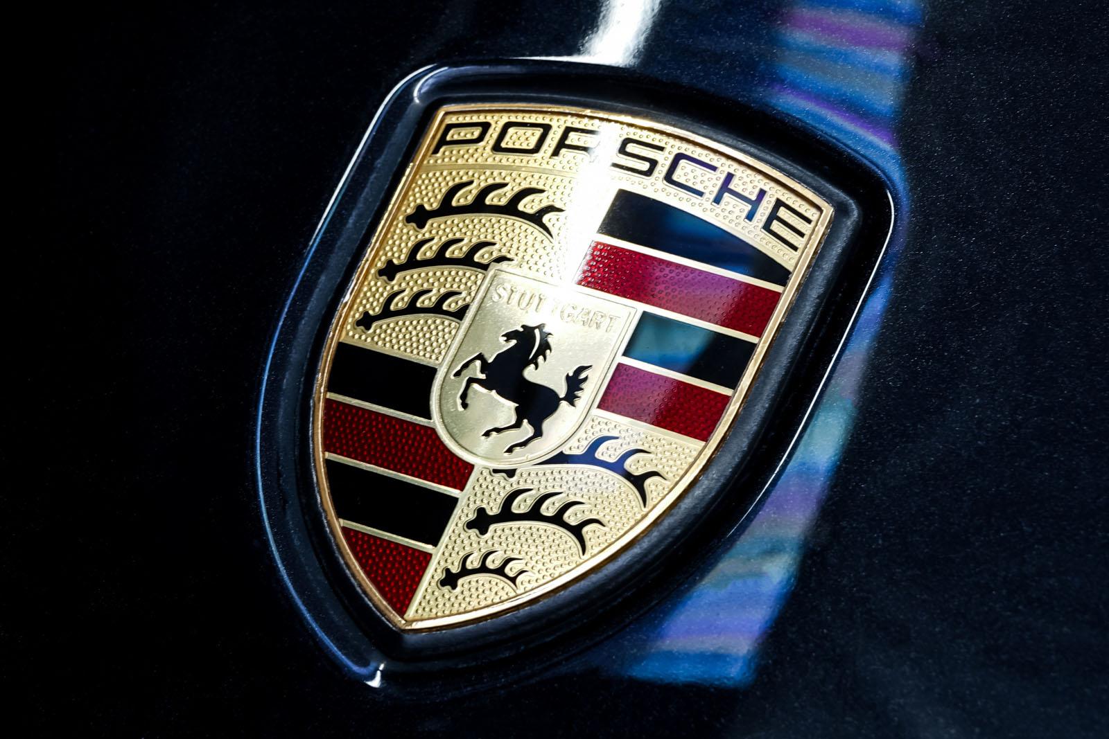 11Porsche_Panamera4_Schwarz_Schwarz_POR-1033_12_w