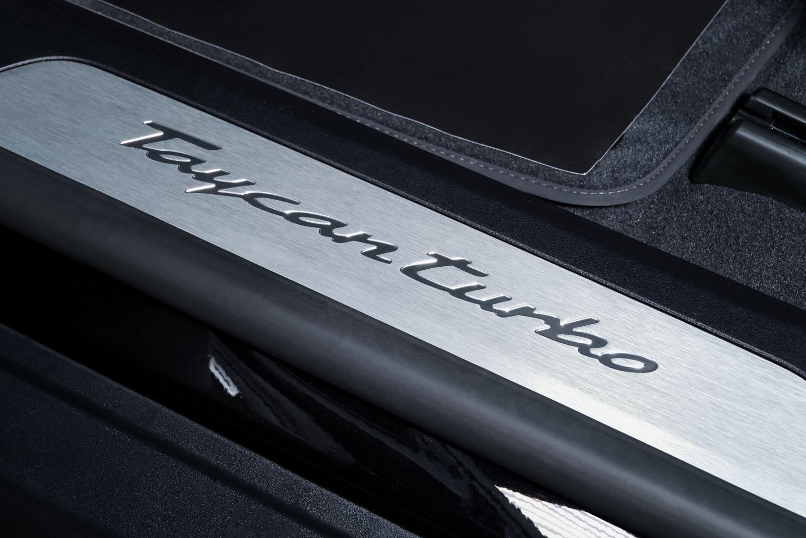 Porsche_Taycan_Turbo_Schwarz_Schwarz_POR-8106_10_w